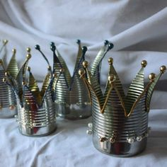 tin can candle holder crowns - gottaloveit :-) Aluminum Can Crafts, Tin Can Crafts, Metal Crafts, Arts And Crafts, Diy Crafts, Tin Can Art, Tin Art, Tin Can Lanterns, Recycle Cans