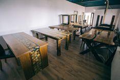 Birou directorial și mese din lemn masiv cu blaturi cu rășină epoxidică realizate de Rustic Ideea cu utilajele Felder Gruppe. Drafting Desk, Rustic, Modern, Furniture, Home Decor, Atelier, Country Primitive, Trendy Tree, Decoration Home