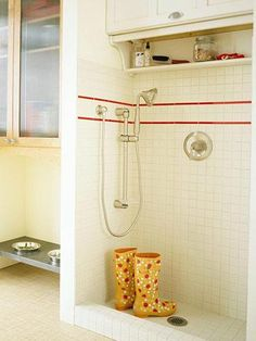 For heavy-duty dirt Whether you're muddy from doing chores in the rain, or the kids spent the afternoon making mud pies, or the dog decided to roll in a mystery substance or take a dip in the pond, a shower station in the mudroom is a great idea.