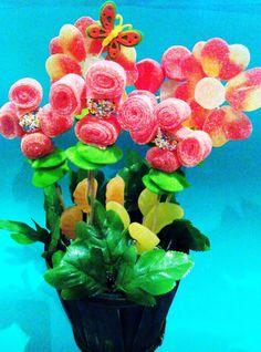 Decora con chuches on pinterest candy cakes bonbon and - Macetas de chuches ...
