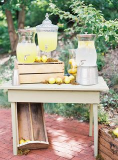 adorable lemonade set-up before the ceremony | Natalie Watson #wedding