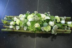 Rouwbloem - Bloemonline Unique Flower Arrangements, Ikebana Arrangements, Unique Flowers, All Flowers, Fresh Flowers, Beautiful Flowers, Grave Flowers, Funeral Flowers, Deco Floral