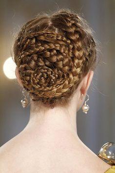 Pretty Wedding Hair Donu0027t You Think?