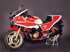 Honda CB1100R Honda Cb1100, Vintage Honda Motorcycles, Tracker Motorcycle, Retro Bike, Drag Bike, Classic Bikes, Bike Stuff, Tamiya, Cool Bikes