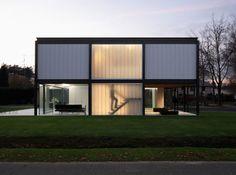Bauhaus style house renovation by Arjaan De Feyter Architecture Bauhaus, Le Corbusier Architecture, Residential Architecture, Interior Architecture, Design Bauhaus, Bauhaus Style, Design Studio, Home Design, Villa Savoye