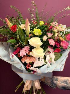 Dovoz kytice po Praze Prague, Flower Arrangements, Floral Wreath, Wreaths, Flowers, Shop, Home Decor, Floral Arrangements, Floral Crown