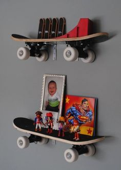 DIY::Skateboard shelves are amazing! B wants a skateboard from Santa! This would be awesome in his superhero room! Boys Room Design, Boys Room Decor, Kids Decor, Kids Bedroom, Decor Ideas, Kids Rooms, Girl Bedrooms, Boy Decor, Bedroom Decor