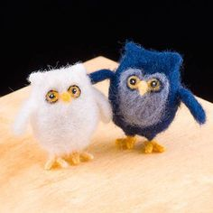 WoolPets Owls needlefelting kit. Learn the art of sculptural needle felting! Kit includes felting needles, wool roving, and step by step photo instructions that make this craft a snap. Kit makes two o