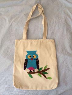 Mavi baykuş desenli beyaz kumaş üzerine keçeli kol çanta :)