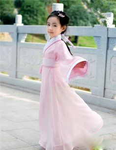 Such a princess in hanfu. Source.  http://the-next-emperor.tumblr.com/