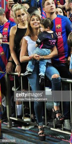 Celebrities Attend Barcelona v Alaves - Copa del Rey Final Antonella Roccuzzo, Fc Barcelona, Football Soccer, Football Players, Madrid, Perfect Together, Lionel Messi, Gorgeous Women, Beautiful