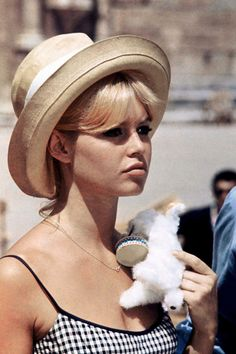 Brigitte Bardot looks adorable as ever in her signature gingham and a cute hat. For all things Classic Hollywood, visit my website! ❤️ bardot # beyonce Braids brigitte bardot Adorable Brigitte in Gingam and a Hat! Bridgitte Bardot, Divas, Vintage Summer, Look Dark, Street Looks, French Actress, The Bikini, Summer Hats, Summer Time