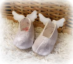 Newborn baby shoes Angel's shoes for babies by Melimebabybeeshop, $22.00
