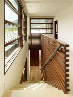 Interior design with horizontal lines at Peaks View Residence in Wilson, Wyoming USA by Carney Logan Burke Architects - nice railing. Loft Railing, Stair Railing Design, Staircase Railings, Railing Ideas, Hand Railing, Staircase Remodel, Interior Railings, Interior Stairs, Modern Stairs