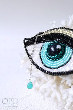Eye brooch - modern and trendy brochees with beautifull blue goldstone Pin…
