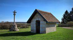 Villers-la-combe : oratoire et calvaire Ensemble comprenant une croix monumentale du 1er quart 17e siècle inscrite aux monuments historiques