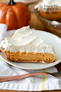 Pumpkin Pie Cheesecake- a rich and creamy baked pumpkin cheesecake with warm fall spices and a creamy whipped topping. This luscious dessert recipe takes just 5 minutes of prep time and gives perfect results every time! Pumpkin Cheesecake Recipes, Pumpkin Recipes, Pie Recipes, Dessert Recipes, Cheesecake Pie, Recipies, Raspberry Cheesecake, Yummy Recipes, Chicken Recipes