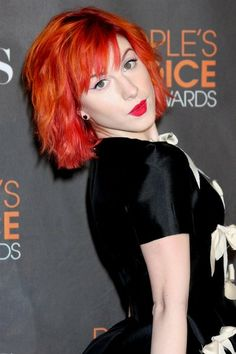 Hayley Williams shoulder length shocker Hayley Williams looks bright, yet casual with this shoulder length, bright red hairstyle. It brings out her pretty pale skin and complements the deep, dark black of her dress. Photo courtesy WENN.
