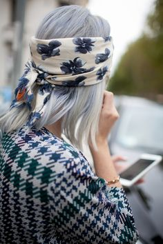 Here are 8 easy ways to use a head scarf so you can pretty up your lazy hair effortlessly. A headband or turban in silk can look easy and Bohemian Look Fashion, Fashion Details, Street Fashion, Fashion News, Womens Fashion, Net Fashion, Catwalk Fashion, Latest Fashion, Fashion Week 2016