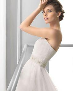 122 FEBRERO / Wedding Dresses / 2013 Collection / Alma Novia (close up)