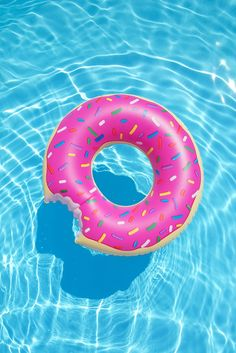 iPhone and Android Wallpapers: Donut Pool Float Wallpaper for iPhone and Android - Wallpaper Wallpapers Android, Cute Wallpapers, Summer Wallpapers Tumblr, Tumblr Wallpaper, Mobile Wallpaper, Screen Wallpaper, Wallpaper Quotes, Cool Pool Floats, Summer Pool