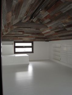 Barn wood ceiling - beautiful idea for finishing attic into living space Beautiful Houses Inside, Wooden Sliding Doors, Barn Wood Crafts, House Inside, Attic Spaces, Wood Ceilings, Home Reno, Future House, Cabin Ideas