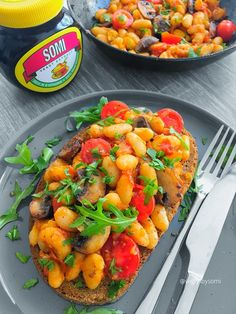 Hate it? Doesn't matter either way because you'll love this Marmite cannellini beans on toast. I'm going to 'fess up right and tell you that I don't like Marm… Vegetarian Side Dishes, Vegetarian Recipes, Healthy Recipes, Healthy Meals, Marmite Recipes, Whole Food Recipes, Cooking Recipes, Beans On Toast, Pescatarian Recipes