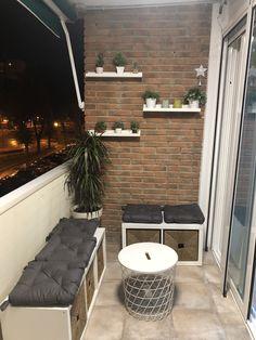 Terraço Kleine Terrasse in Sule Murtezaoglu – Kleiner Balkon – # Balkon # kleine … - Balkon Ideen 2020 Small Balcony Design, Small Balcony Garden, Small Balcony Decor, Small Terrace, Small Patio, Patio Design, Balcony Ideas, Modern Balcony, Small Balconies