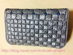 안녕하세요. 아미아미입니다. 캔버스 수공예로 만든 핸드백 입니다. 우선 완성샷입니다. 반지갑과 핸드폰 ...