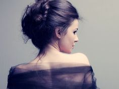 Are you also tired of wearing same age old hairstyles? Those perfectly combed ponytails, braids and buns really need a lot of time and efforts. No Heat Hairstyles, Messy Bun Hairstyles, Bun Hairstyles For Long Hair, Hippie Headbands, Floral Headbands, Pretty Updos, Hair Secrets, Hair Hacks, Hair Tips
