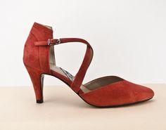 #ZAPATOS #ROJOS #ANTE #PIEL #ESTILO #ORIGINAL #DISEÑO #CALZADO #ARTESANAL #HECHOAMANO #MADRID #MADEINSPAIN #shoes #scarpe #schuhe #chaussures #sabates #oinetakoak jorgelarranaga.com