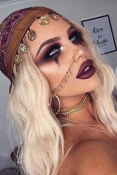 39 Sexy Halloween Makeup Looks That Are Creepy Yet Cute Sexy Halloween Make-up Looks, die gruselig und doch süß sind ★ See more: . Beautiful Halloween Makeup, Creepy Halloween Makeup, Pretty Skeleton Makeup, Halloween Eyeshadow, Looks Halloween, Halloween 2018, Pretty Halloween Costumes, Sexy Womens Halloween Costumes, Sexy Pirate Costume