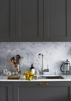 Kitchen Cabinet Design, Kitchen Layout, Kitchen Interior, Room Interior, Interior Design Living Room, Kitchen Decor, Luxury Kitchens, Home Kitchens, Grey Kitchen Inspiration
