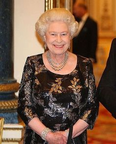 This is a lovely picture of HM Queen Elizabeth II. I do wish her neckline had been adjusted before snapping the photo. Perhaps it could have been cut slightly smaller? God Save The Queen, Hm The Queen, Royal Queen, Her Majesty The Queen, Prinz Philip, Prinz Charles, Prinz William, Elizabeth Philip, Queen Elizabeth Ii