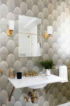 See all our stylish art deco bathrooms design ideas. Art Deco inspired black and white design. Casa Art Deco, Arte Art Deco, Art Deco Home, Bad Inspiration, Bathroom Inspiration, Bathroom Ideas, Gold Bathroom, Budget Bathroom, Modern Bathroom