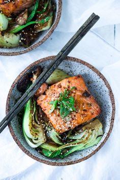 Salmon with Baby Bok Choy Sheet-Pan Teriyaki Salmon with Baby Bok Choy- a fast healthy dinner- perfect for busy weeknights! Salmon Recipes, Fish Recipes, Seafood Recipes, Asian Recipes, Cooking Recipes, Healthy Recipes, Fast Healthy Dinners, Bok Choy Recipes, Fast Dinners