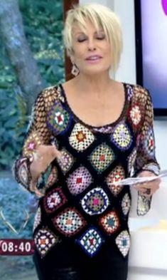 Discover thousands of images about Fabianne Castilho: Look de Ana Maria Braga dia Granny Square Häkelanleitung, Granny Square Crochet Pattern, Crochet Squares, Crochet Granny, Crochet Top, Gilet Crochet, Crochet Shirt, Crochet Jacket, Crochet Cardigan
