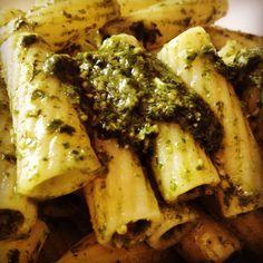 Che possiamo farci se siamo patiti di #pesto ☺️  #ricetta #ricette #instagram #love #food #pictureoftheday #photooftheday #italy #italia #sicily #sicilia #genovese #basilico #aglio