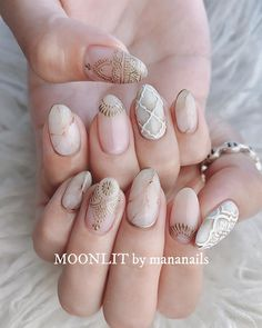 Gold henna inspired nail art on creamy nails. Love Nails, Pretty Nails, Fun Nails, Nagellack Trends, Summer Acrylic Nails, Manicure E Pedicure, Nail Games, Stylish Nails, Nagel Gel