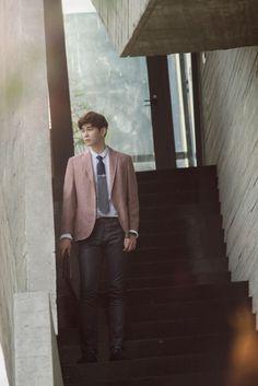 Doctors Korean Drama, Kyun Sang, Krystal Jung, Kdrama Actors, Asian Men, Beautiful Boys, Korean Actors, Singing, Movies