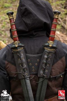 There are a tonne of epic characters who holster their swords in their back scabbards. We have a whole range of single and double back scabbard designed to hold your larp and cosplay weapons on your back. Swords And Daggers, Knives And Swords, Katana Swords, Espada Anime, Armadura Ninja, Sword Sheath, Larp Sword, Grandeur Nature, Cool Swords