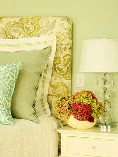 Make the Bed that Sells the Bedroom   DIY Home Staging Tips #staging #sellmyhouse #realestate