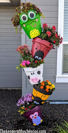 Spring Topsy Turvy Planter claypotcrafts spring is part of Topsy turvy planter - Flower Pot Art, Clay Flower Pots, Flower Pot Crafts, Clay Pot Crafts, Shell Crafts, Garden Yard Ideas, Garden Crafts, Diy Garden Decor, Garden Art