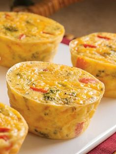 How to Make Quffins - Crust-Less Mini Quiches Baked in Muffin Tins Breakfast Quiche, Savory Breakfast, Best Breakfast, Breakfast Recipes, Breakfast Dishes, Brunch Recipes, Breakfast Ideas, Mini Quiches, Mini Quiche Recipes
