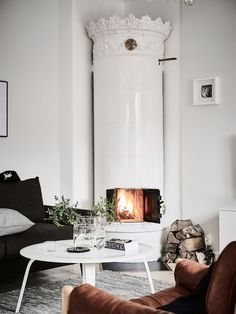 A vintage living room is definitely one of the most popular living room designs that you can use for your lovely home. A living room is one of the most important places in a house. It is a place where… Continue Reading → Scandinavian Fireplace, White Fireplace, House Interior, Cozy Fireplace, Home, Scandinavian Home, Interior, Vintage Living Room Design, Home Living Room