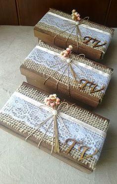 Caixa com decoração rústica para presentear e convidar padrinhos de casamento.  A caixinha tem 14X7X5 e acomoda dois bem casados, brownies, bombons , brigadeiros, docinhos.  Decorada com juta, renda, fita cetim, fio nude, meia pérola, florzinhas secas ( cores podem ser alteradas de acordo com o e... Wedding Boxes, Wedding Favors, Wedding Gifts India, Homemade Crafts, Diy And Crafts, Diy Birthday Gifts For Sister, Shabby Chic Boxes, Decorated Gift Bags, Gift Wrap Box