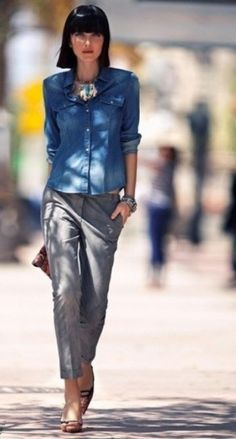 Camicia di jeans e pantalone grigio