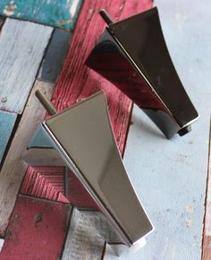 These beautiful Campania metal legs are just a few out of our huge variety! Sofa Legs, Website Design Inspiration, Furniture Legs, Table Legs, Stove, Upholstery, Anna, Boxes, Hardware