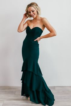 Features: Strapless mermaid style gown High quality chiffon material Hidden zipper up back Moveable boning in the cup area Grip along inside top edge Fully lined Sizing Strapless Dress Formal, Formal Dresses, Chiffon Material, Fashion Couple, Style Guides, Fancy, Gowns, Bride, Emerald