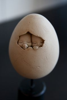 good lesson for clay sculpting.something unexpected hatching? Art Dolls, Ceramic Sculpture, Sculptures, Clay Art, Amazing Art, Ceramics, Art, Egg Art, Beautiful Art